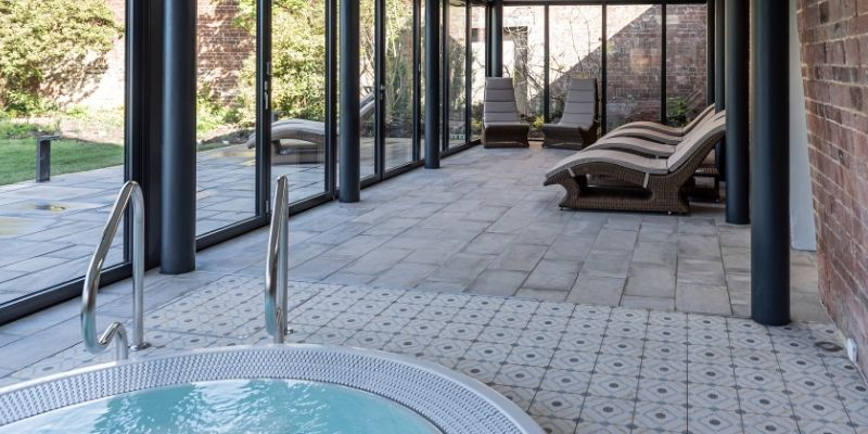 Stratton House: Image of the jacuzzi at Stratton House Hotel.